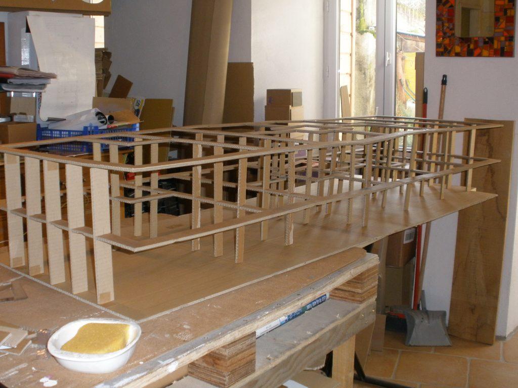 Fabriquer Une Bibliothèque En Carton les techniques de fabrication - la chaise en carton